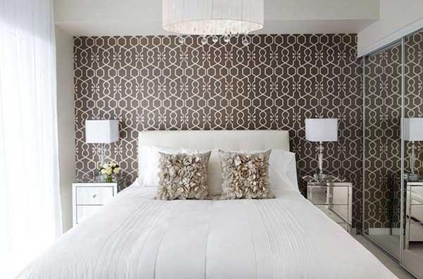 el papel pintado es ideal para conseguir una decoracin retro por los colores y las formas geomtricas estampadas
