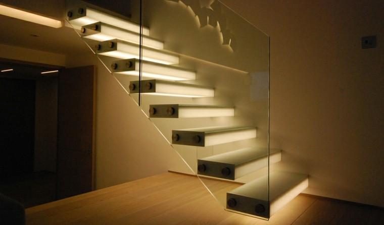 Ideas para iluminar espacios interiores - Iluminacion de escaleras ...