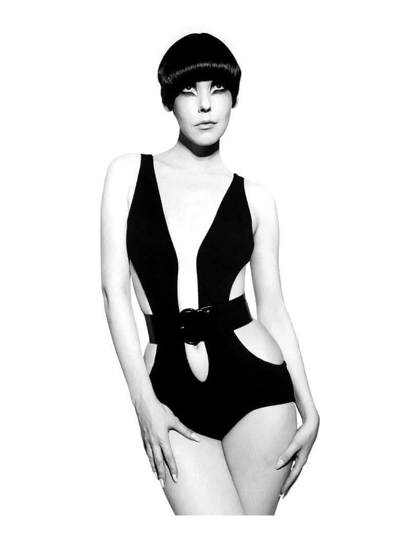 Peggy Moffitt con diseño de Rudi b