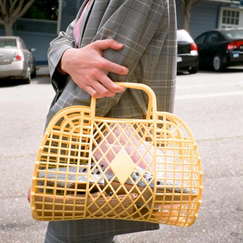 jelly bag con estilismo urbano