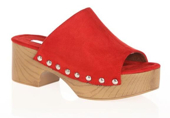 zapatos-zuecos-con-plataforma-y-tacon-con-tachuelas-en-la-base-rojo