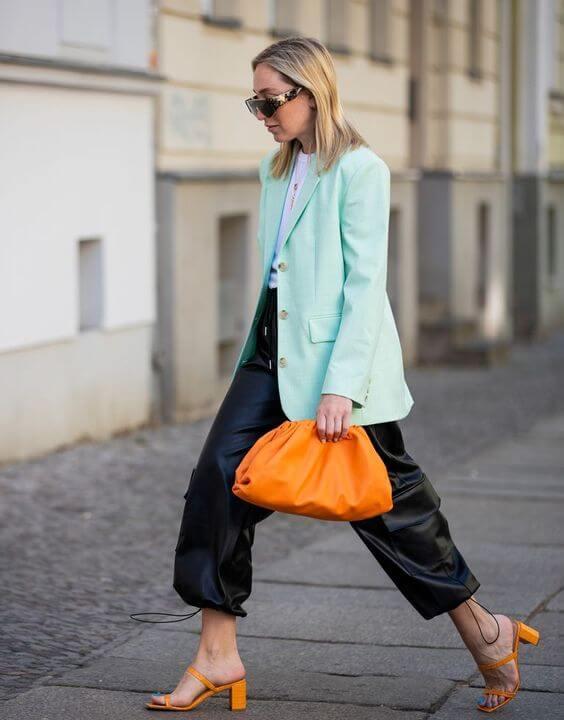pantalones con efecto piel